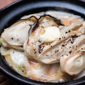 ふっくら牡蠣がお酒とバターで冬のごちそうに!「牡蠣とねぎの小鍋焼き」太らない・もたれない! 松田美智子の真夜中ごはん#9