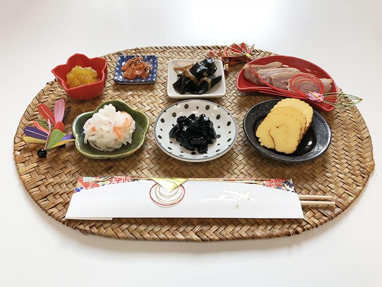 ローソンストア100の「100円おせち」全29種を実食!kufura編集部が「私のおめでたひと皿」を提案します