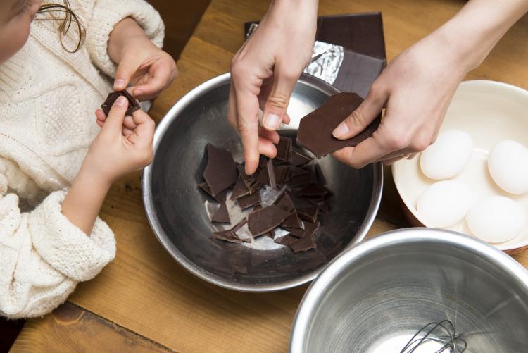 夫や子どもが喜んだ「バレンタインプレゼント」ランキング!「市販vs手作りチョコ」喜ばれたのは…?