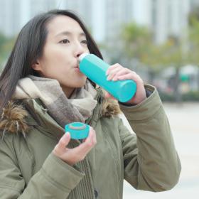 寒い日もこれがあれば…「水筒に持ち歩く飲み物」女性500人の意見は?