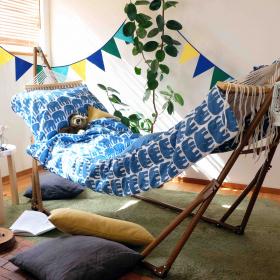「おうちキャンプ」にもぴったり!北欧テキスタイルFinlaysonでポップなお昼寝を