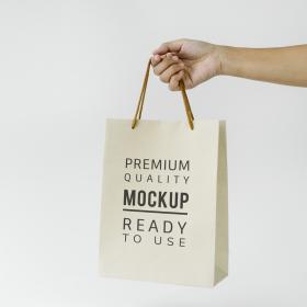 溜まりがちな「お店の紙袋」有効活用テクずらり!可愛い柄なら小物収納として部屋にポンと置いても素敵
