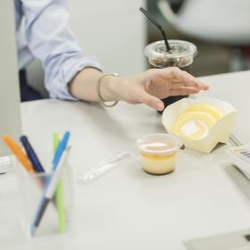 仕事中の「やめられない間食」、食べるなら何にする?みんなの工夫を大調査