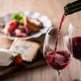 人気コンビニおつまみ<ワイン編>定番チーズ以外にもヘルシーメニュー続々