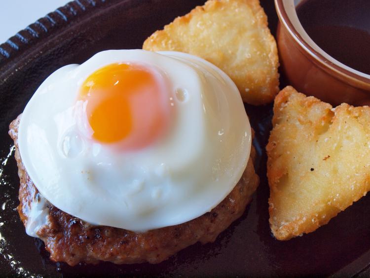 最強トッピング!「卵をオン」するとご馳走級においしくなる料理