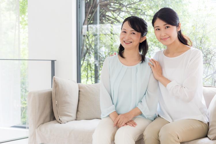 実家の母に何贈る?既婚女性の「母の日プレゼント事情」を調査!意外な人気だったのは…