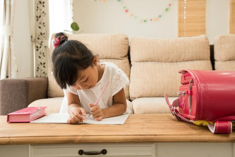 宿題のことで怒り過ぎないでね!入学の春、先輩ママが「あの頃の私に言ってあげたいこと」