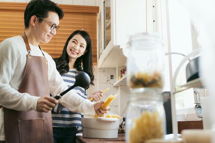 パパの手料理って最高!家族に喜ばれた料理2位「お好み焼き」を超えた1位は…