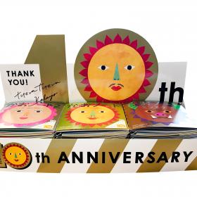 「かおノート」が10周年記念限定カバーで登場。金、銀、銅のキラキラカバーが可愛い!