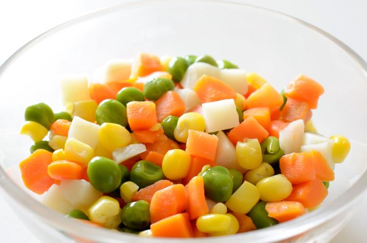 簡単に野菜が摂れる!時短食材「ミックスベジタブル」主婦のアイディアレシピを調査