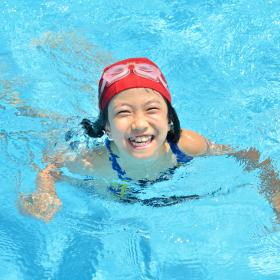「子どもとプール」を快適に!ママ必携「プールに持っていきたい便利グッズ」を大調査