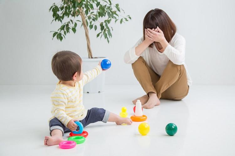 子育てがときどきしんどいのは「感情労働」だから?母たちの「子育てと感情」の実態を調査