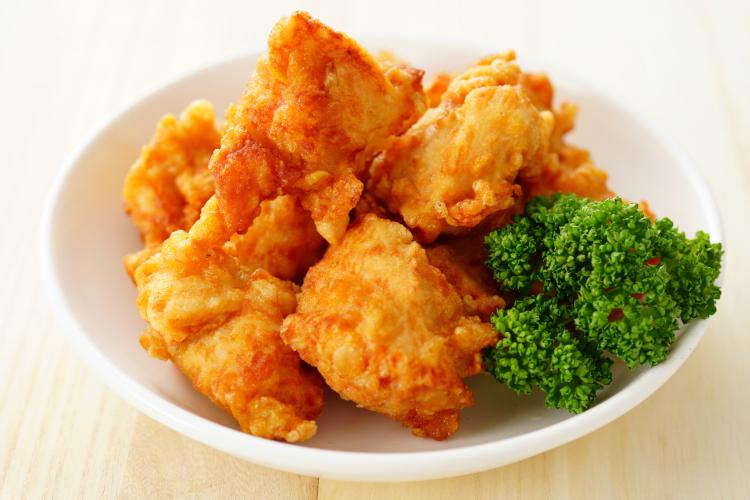 唐揚げを親子丼風に、おにぎりの具に!2度美味しい「余った唐揚げ」を使ったアレンジレシピ