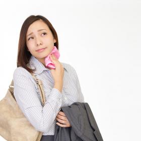 脇汗、靴、枕もムワッ…「夏の気になるニオイ」女性500名の回答は?