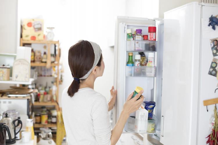 100均が大活躍!「買ってよかった冷蔵庫の収納グッズ」女性500人に大調査