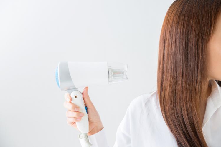 暑い季節は髪を乾かすのが面倒…「毎日のドライヤー問題」みんなの時短テクや工夫を大調査