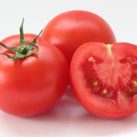 サラダやカプレーゼ以外もアイディア満載!「冷たいトマトのおかず」暑い日に食べたい一品は…