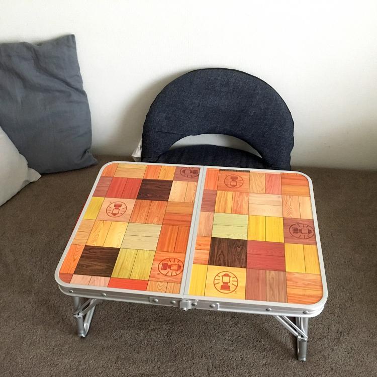 「コールマン」のミニテーブルは部屋でも使い倒せて、リビング学習の挫折も救う!【kufura編集部員の、これイイ!】