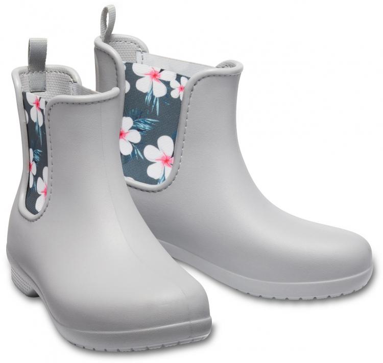 軽い履き心地で雨の日のおでかけが楽しくなる!クロックスの「レインブーツ」に花柄の新色登場
