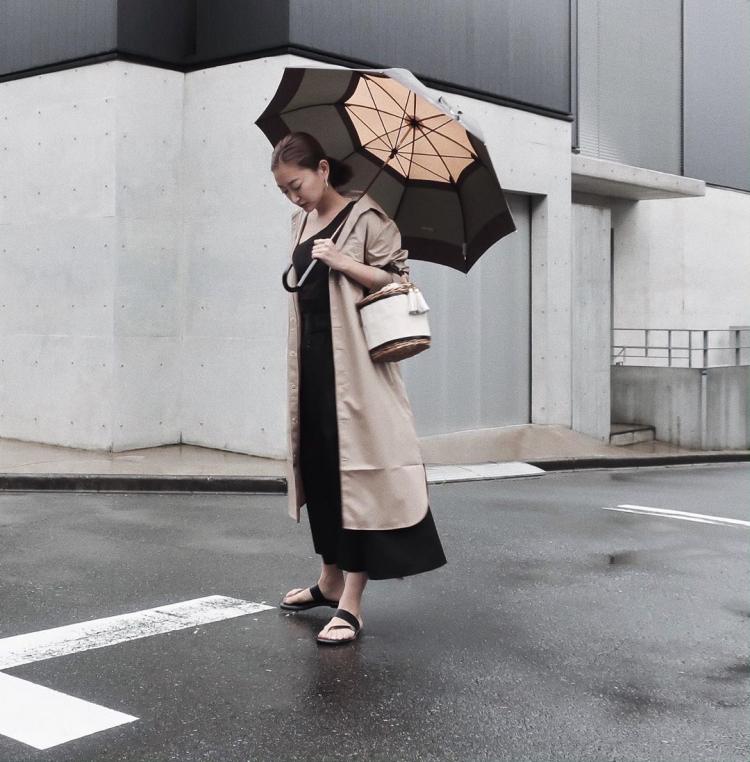 雨の日の外出が楽しい!大人カジュアル派の「レインシューズ」コーデ【kufuraファッション調査隊】