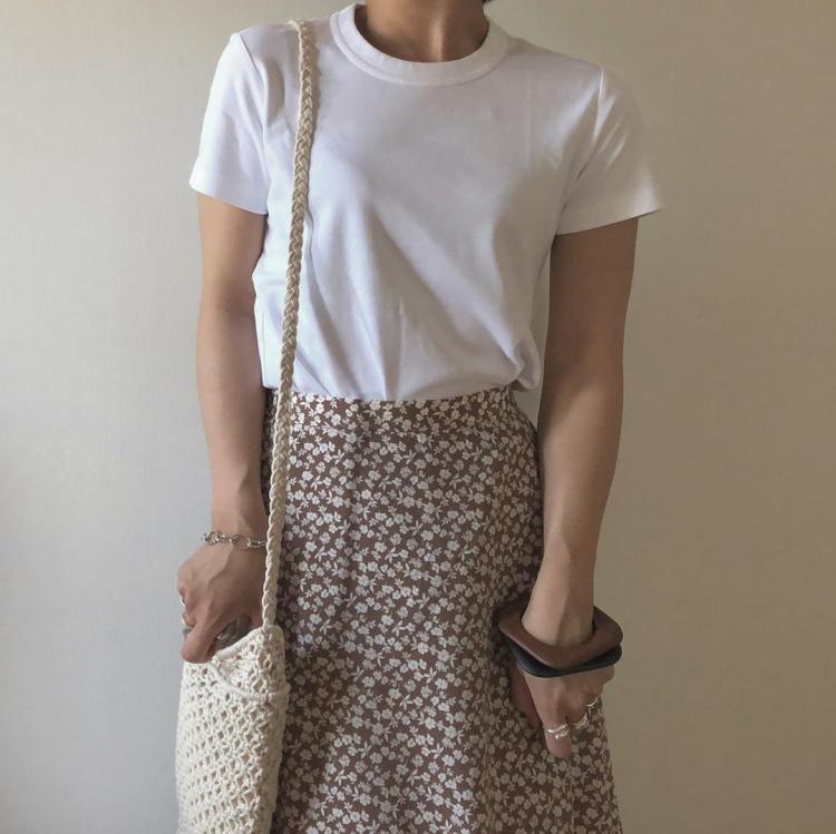 夏の大定番「白Tシャツ」今年らしい大人の着こなしは?【kufuraファッション調査隊】