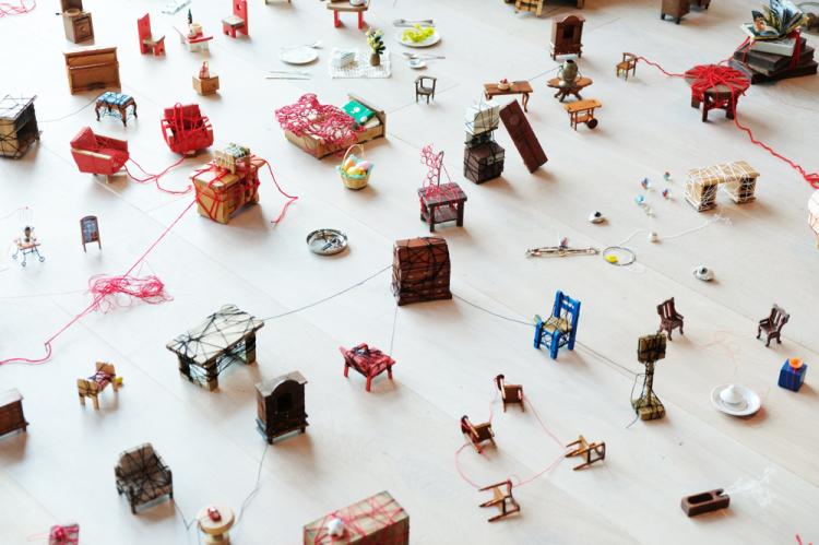 異例の人気!「塩田千春展」で胸に迫る巨大作品に圧倒される【ふらり大人の美術展#10】