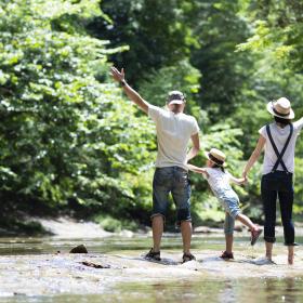 夏の家族旅行前にチェック!「子連れ旅」にあると便利なグッズをママ238人に聞きました