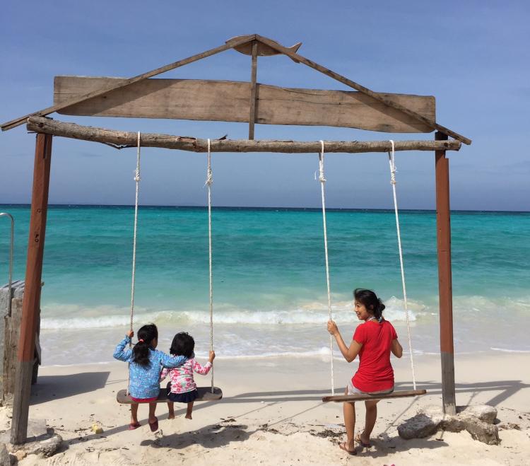 世界35カ国を家族と旅したぼくが、いまコタキナバルで暮らす理由【タビカゾク#1】