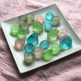 食べられる宝石「琥珀糖」を作ろう!【夏休みに親子でお菓子作り】