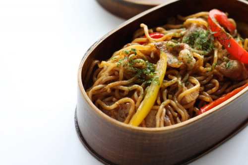 1品だけでお弁当完成!手間が省けて実は人気「麺弁当」オススメのレシピは?