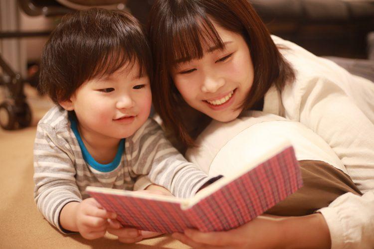 何度もせがまれ…エンドレス!同じ本を繰り返し読むのがツライとき、どうする?【絵本ナビ編集長の読み聞かせ相談】♯9