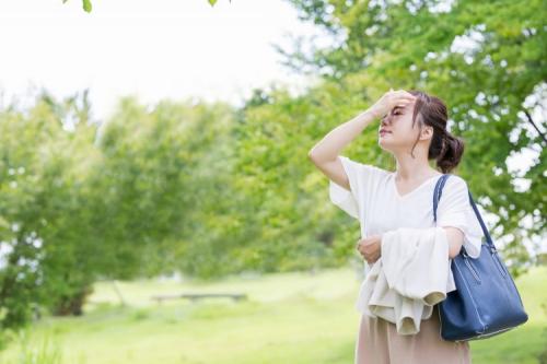 まだ油断大敵!汗ジミ、ニオイ、ベタベタ…「外出時の汗対策」に持っていると安心なアイテム