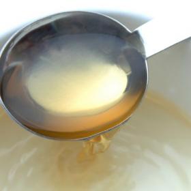 納豆にも唐揚げにも…味噌汁にも!?「お酢のちょい足しが美味しい料理」500名調査
