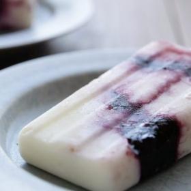 材料は3つだけ!ブルーベリーヨーグルトアイスキャンディーの作り方 【入れて凍らせるだけ!簡単アイスレシピ】