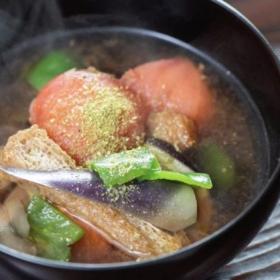 トマトの酸味とピーマンで爽やか!「夏野菜のみそ汁」松田美智子の本当においしい朝ごはん#4