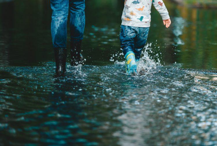 悪天候で臨時休園!園によって判断はなぜ違う?そのとき共働き家庭はどう対応した?