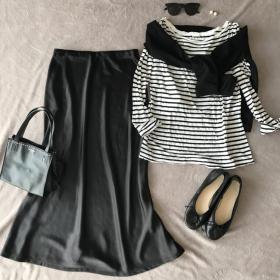 秋イチ買い!「プラステ」のツヤ黒スカートは、秋冬までヘビロテ確実【働くお母さんの、コレ買って大正解#31】