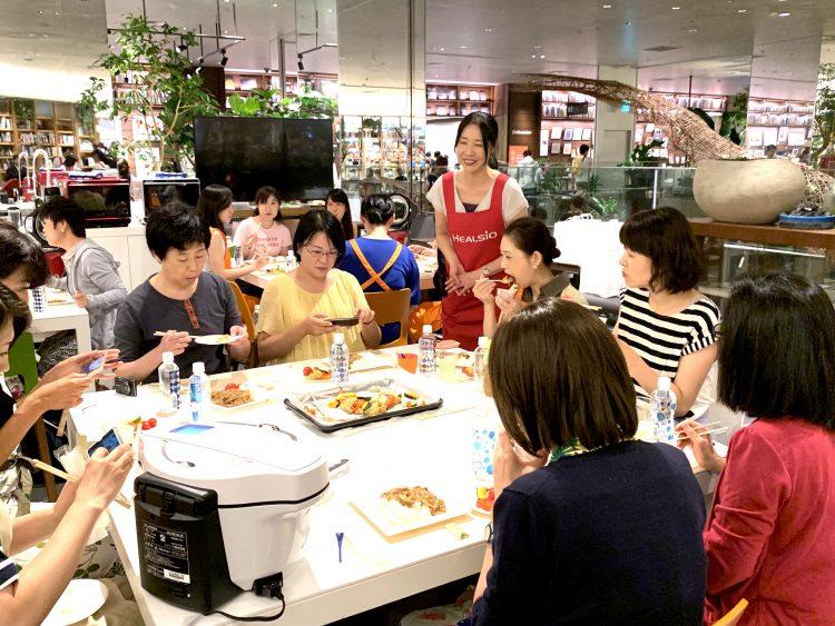 人気の「ヘルシオ ホットクック」の実力は…?野菜の甘みに驚いた「831の日」料理教室レポ