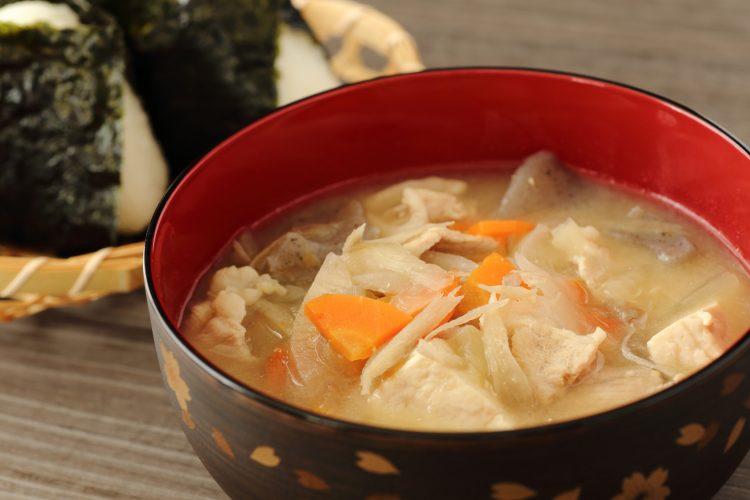 身も心も大満足!「味噌汁」寒くても温まるポカポカ具材6選