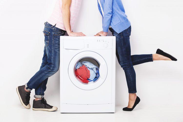 バトルの原因!「夫婦で相容れない洗濯習慣」靴下の干し方から洗濯頻度まで…プチストレスが勢揃い