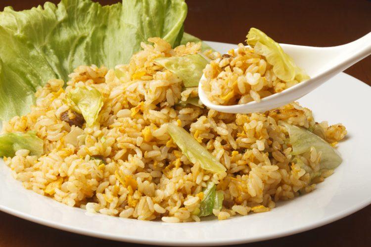 一玉ペロリ!「レタスを使った激うまレシピ」チャーハン、鍋、ロールレタス…独特食感でいい味