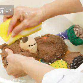 手洗いするとふわふわに!子どもの大好きなぬいぐるみをサッパリきれいに洗おう!【プロが教える洗濯講座】