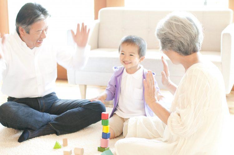 祖父母は孫からなんて呼ばれると嬉しい?「じいじ・ばあば」の呼び名にメロメロ!?