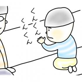 【3歳児あるある】電車の座席はあのフルーツの匂いがする!? 父も嗅いでみると…