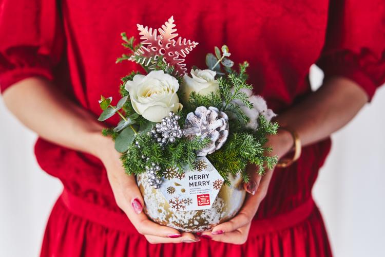 雪の中に咲くお花みたい!「青山フラワーマーケット」クリスマス限定フラワーギフト発売