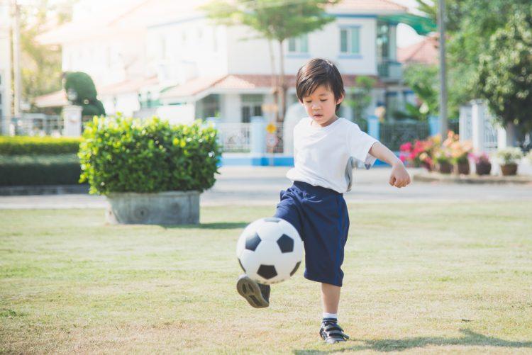 今どきの公園ルール…クレーム、禁止事項、そして閑散「子どものボール遊び」どうしてる?