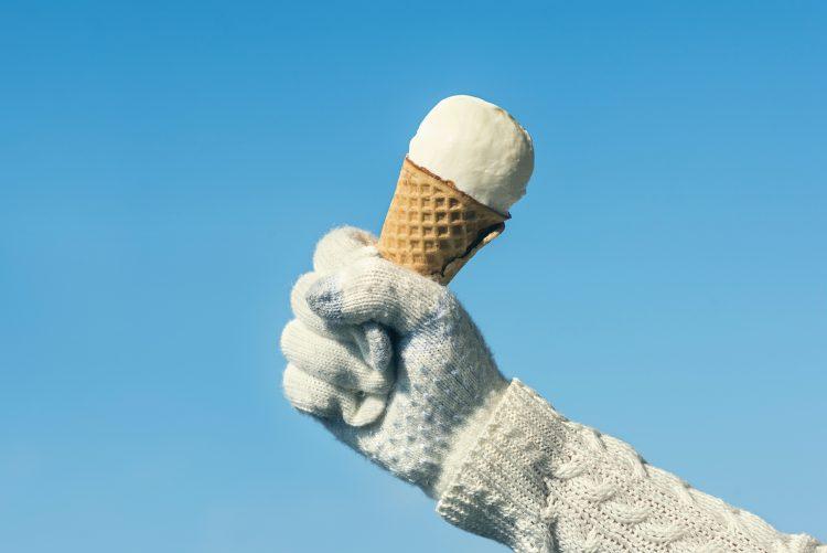 冬にはこの濃厚さがたまらない!「冬に食べると美味しいアイス」3位ラムレーズン、1位は?