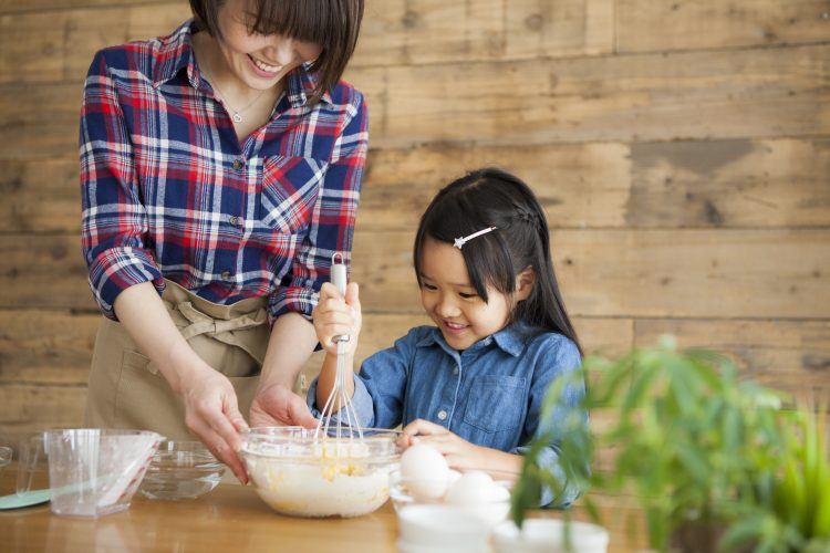 寒い日はお家で親子クッキング!子どもと一緒にトライしやすい料理、ママたちのオススメは
