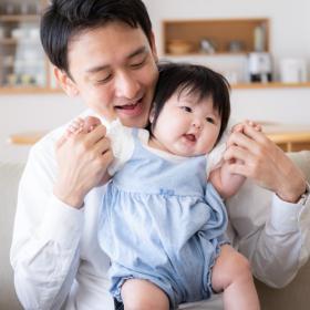 子どもが小さい時「パパにして欲しいこと」は?ママに調査すると、家事より多かったのは…