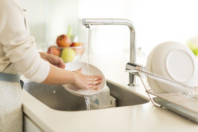 「洗い物のコツとキッチンでの心の持ち方」洗い物は効率よく、キッチンをきれいに!【家事大学 学長 高橋ゆき的お掃除の基本】vol.15